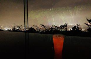 札幌の夜景を一望できる絶景BAR「N43」