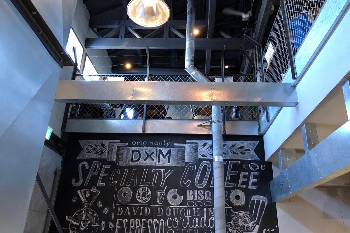 元工場を再生させたロフトカフェのお洒落な雰囲気が楽しめるのはあと少し!「D×M(ディーバイエム)」