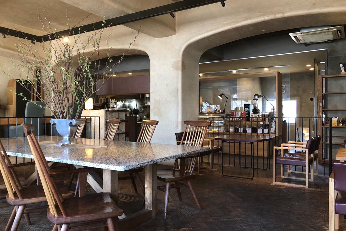 キッズルームもあって便利!お洒落な空間で美味しい食事や珈琲を楽しむ「椿サロン」