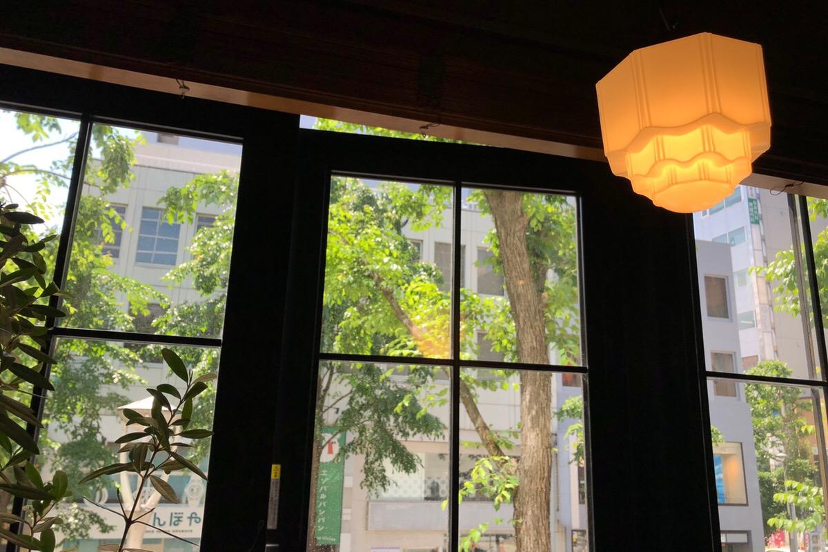 都会のオアシス、静かなひとときを過ごせる「三番街珈琲店」